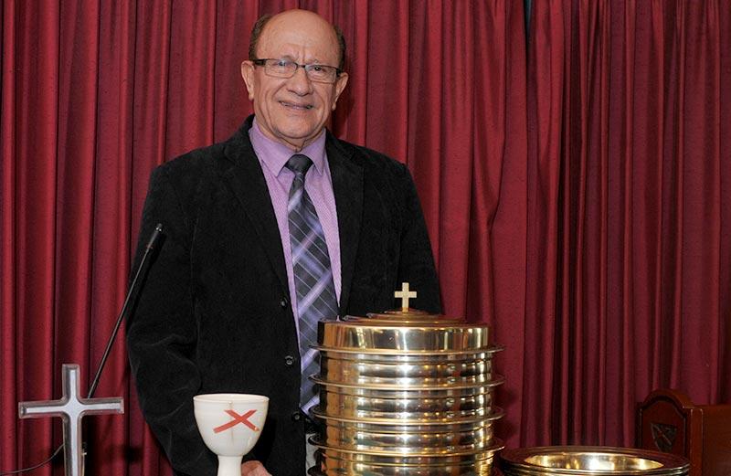 Iglesia Cristiana Ebenezer - Communion with Pastor Feliberto v2